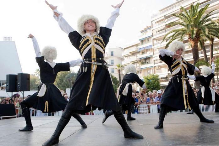 Azeri Dance Pic988 دانلود آهنگ ترکی شاد اوی نازلی یار نازلی یار گزرم دیار دیار با متن
