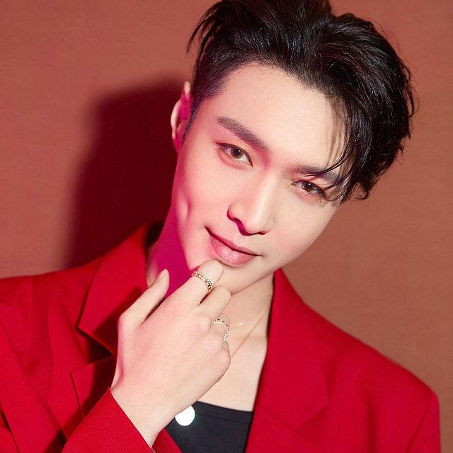 Lay EXO 8283828327 دانلود آهنگ Mama از Lay (EXO) با کیفیت اصلی و متن