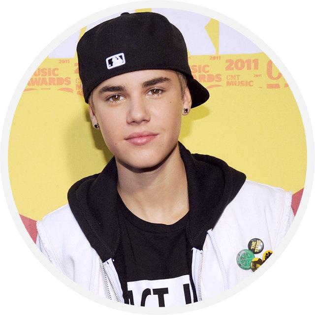 Justin Bieber Picture 727272772 دانلود آهنگ Love Me از جاستین بیبر با کیفیت اصلی و متن